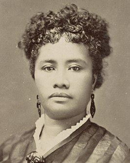 Liliuokalani in 1880, from- Hawaii album, p. 49, portrait of a woman (cropped).jpg