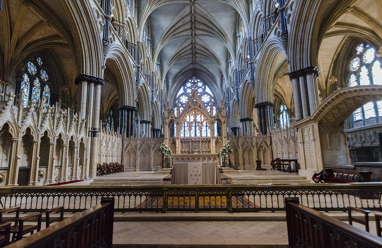 Линкольнский собор, главный алтарь.  (32133002762) .jpg