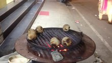 चित्र:Litti being prepared in a restaurant barbeque in Bengaluru, India.webm