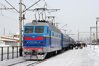 Electric locomotive Skoda ChS4-109. The Moscow-Odessa train in Vinnytsia railway station. Locomotive ChS4-109 2012 G1.jpg