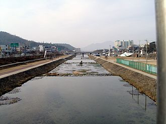 Jeongeup - Image: Looking downstream along the Jeongeupcheon from Chosangyo 2009 02 04