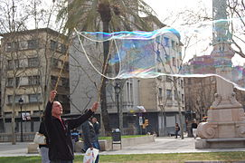 Making giant soap bublles in Barcelona March 2015 (5).JPG