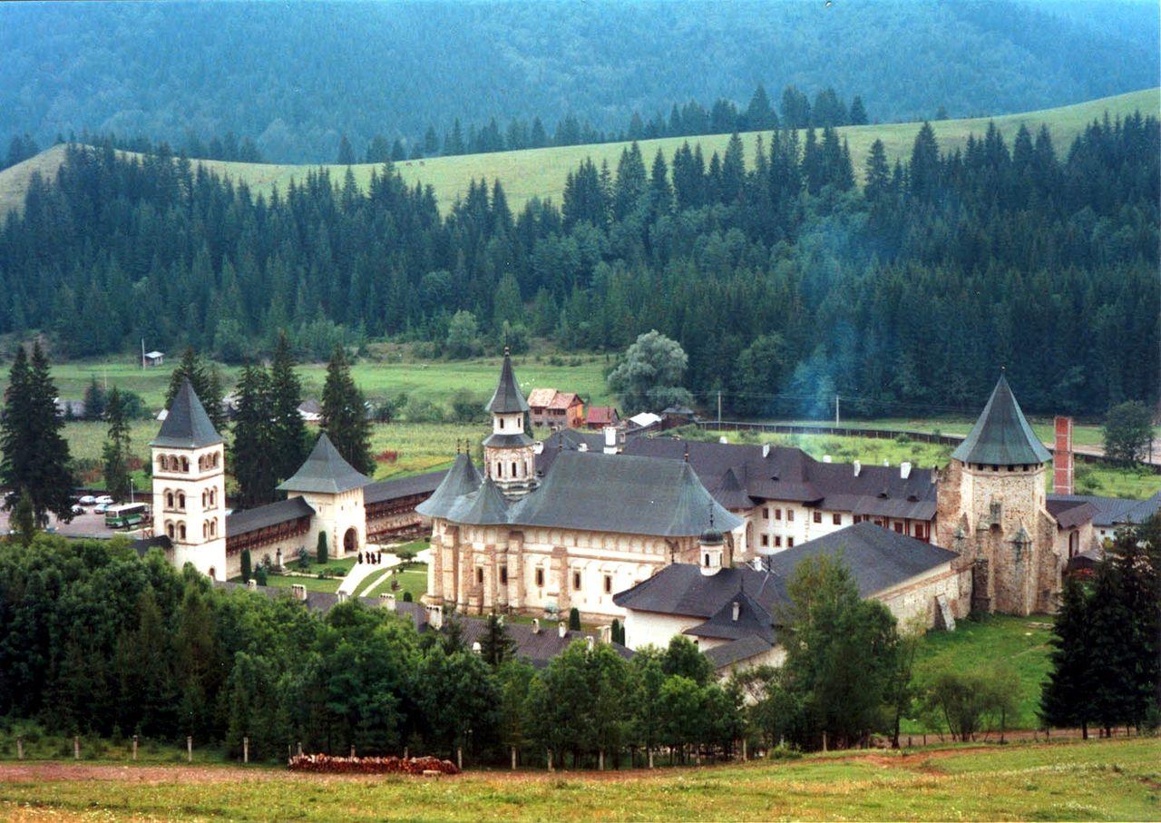 Biara Putna di Bukovina, gereja tertua dari abad pertengahan Moldavia
