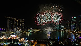 Marina-Bay Singapore Firework-launching-CNY-2015-03.jpg