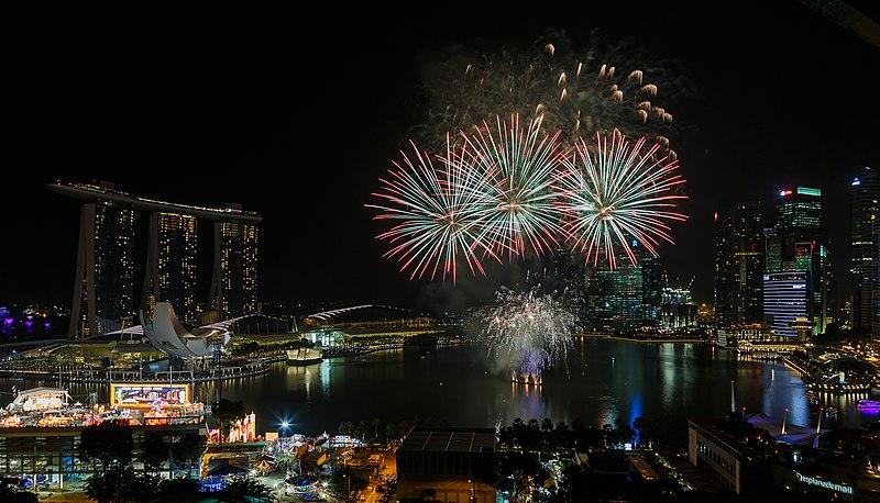 File:Marina-Bay Singapore Firework-launching-CNY-2015-03.jpg