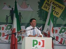 Renzi durante un comizio alla Festa dell'Unità di Bosco Albergati il 7 agosto 2013, poco dopo aver annunciato la sua candidatura come segretario del Partito Democratico.