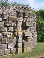 Mauerrinnen des Fallgatters der Burgruine in Hastings.JPG