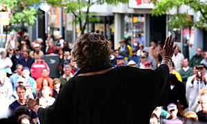 Mavis Staples - Staples singing at the 2008 Kitchener Blues Festival