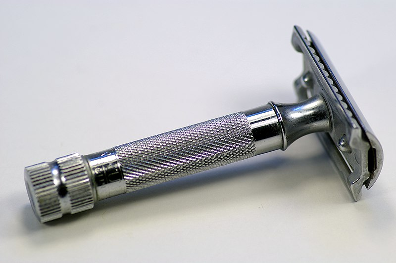 800px-Merkur_heavy_duty_safety_razor.jpg