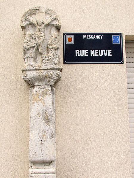 Calvaire sis au bas de la rue Neuve à Messancy