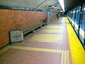 Du Collège station - Image: Metro Du College