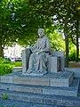 Middelburg - Dam - View NE on Queen Emma Statue 1937 by H.J.Etienne (1895-1968).jpg