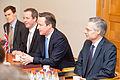 Ministru prezidenta Valda Dombrovska tikšanās ar Apvienotās Karalistes Ministru prezidentu Deividu Kameronu (8514466841).jpg