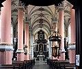 Mittelschiff mit Altar.jpg