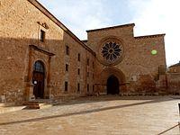 Monasterio de Santa María de Huerta - Fachada iglesia y entrada monsterio.jpg