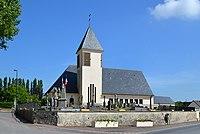 Monument aux Morts et église Saint-Julien du Mesnil-Patry.jpg