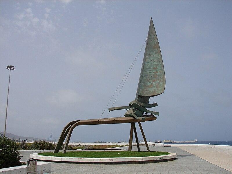http://upload.wikimedia.org/wikipedia/commons/thumb/c/cc/Monumento_a_la_Vela.JPG/800px-Monumento_a_la_Vela.JPG