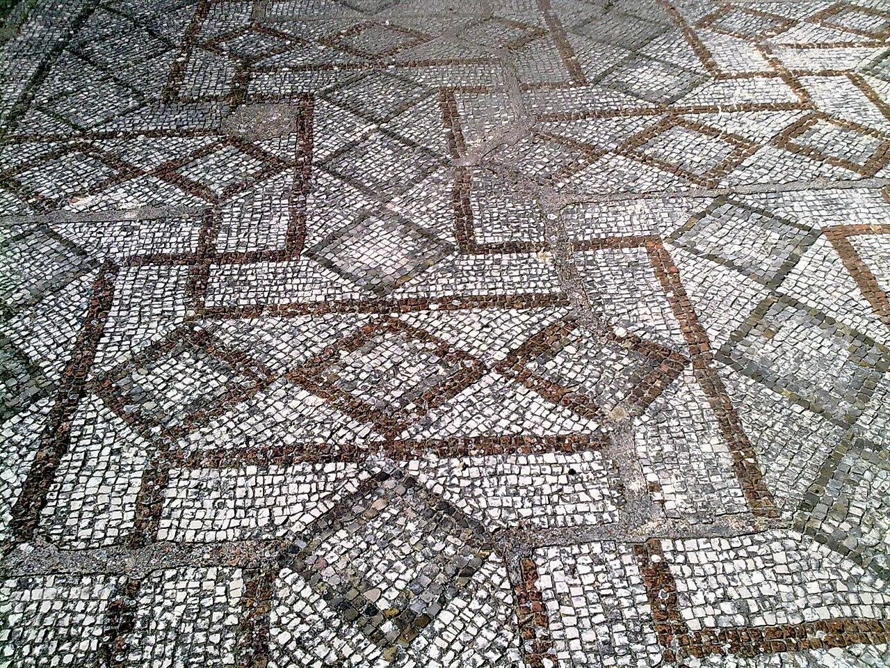 File mosaico a croce basilica san leucio for Mosaici pavimenti interni