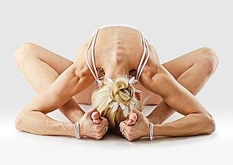 Selling Yoga - Image: Mr yoga star pose