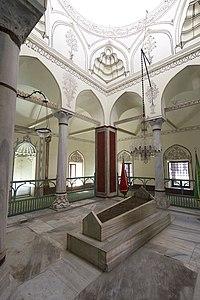 Murat II tomb 7948.jpg