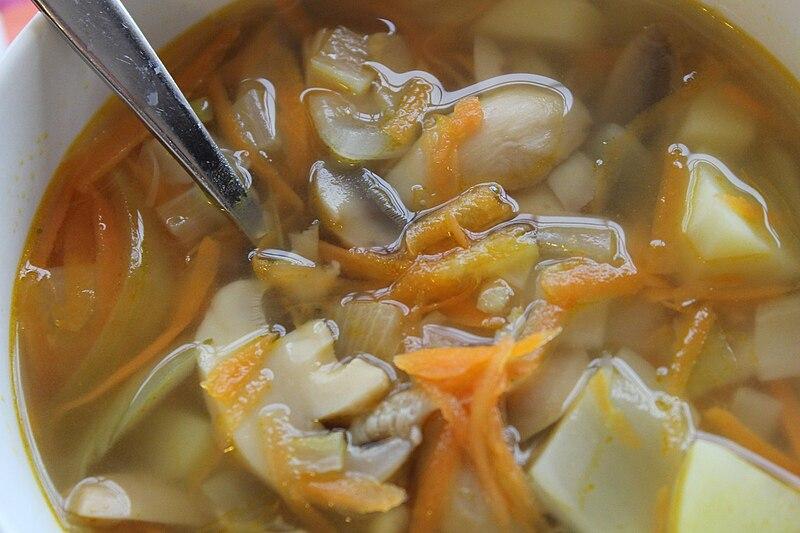 File:Mushrooms and potatoes soup 3.jpg