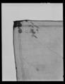 Näsduk av vit kammarduk, blodbestänkt - Livrustkammaren - 28109.tif