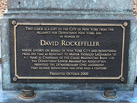 Plaque commemorating David Rockefeller's gift to New York City New York City 06.jpg