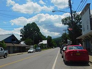 Nichols-vilaĝo sur New York State Route 282.