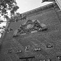Nieuwe gevelbekroning van beeldhouwwerk Ignatius van Logtern thans Rijksmuseum - Amsterdam - 20014336 - RCE.jpg