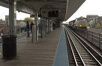 Oak Park station (CTA Green Line) - Image: Oak Park Tanks