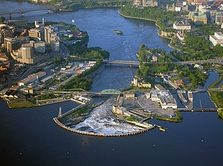 Chaudiere Falls, Ottawa By flickr user Shanta (flickr) [CC-BY-2.0 (https://creativecommons.org/licenses/by/2.0)], via Wikimedia Commons