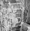 Oude pleisterwerk bij tufstenen venster in zuidgevel schip - Godlinze - 20078841 - RCE.jpg