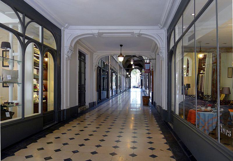 Fichier:P1040320 Paris VIII galerie de la Madeleine rwk.JPG