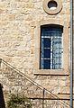 P1190504 - בית הגפן חלון בצד הבנין.JPG