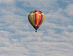 PH-APP ballon op grote hoogte tijdens de Jaarlijkse Friese ballonfeesten in Joure.jpg