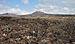 Paisaje volcánica con el volcán de la Corona desde la Cueva de los Verdes - Lanzarote - CV05.jpg