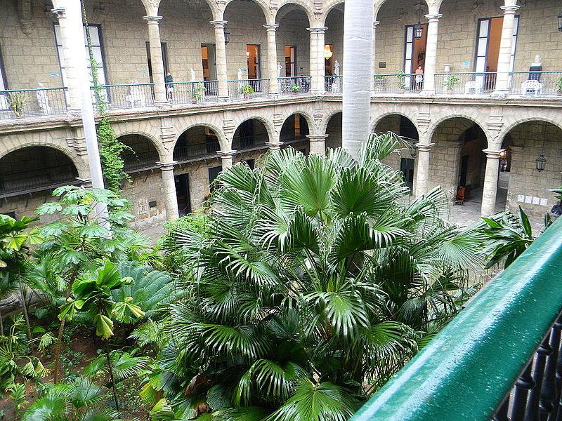 File:Palacio de los Capitanes Generales - Laslovarga22.JPG
