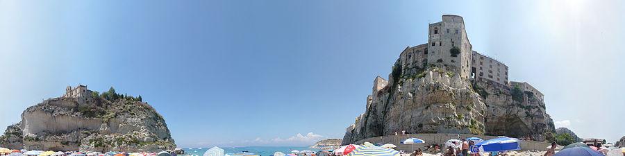 Panorama della spiaggia di Tropea (agosto 2009)