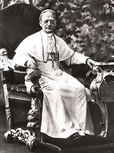 Ficheiro:Paus Pius XI op Zijn Troon.jpg