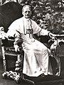Paus Pius XI op Zijn Troon.jpg