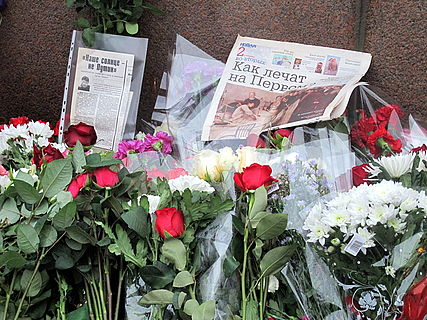 People came to the side of Boris Nemtsov's murder (2015-02-28; 47).JPG