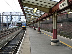 Platform 2 at Crewe railway station.jpg