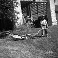 """Plug """"lazarca"""" s kouci (kouca z repom, za katarega drže pri oranju. Vprega pod repom), Šentviška Gora 1954.jpg"""