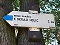 Podle kanálu k okraji Holic, směrovka.jpg