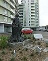 Pomnik adama loreta prawy półprofil.jpg