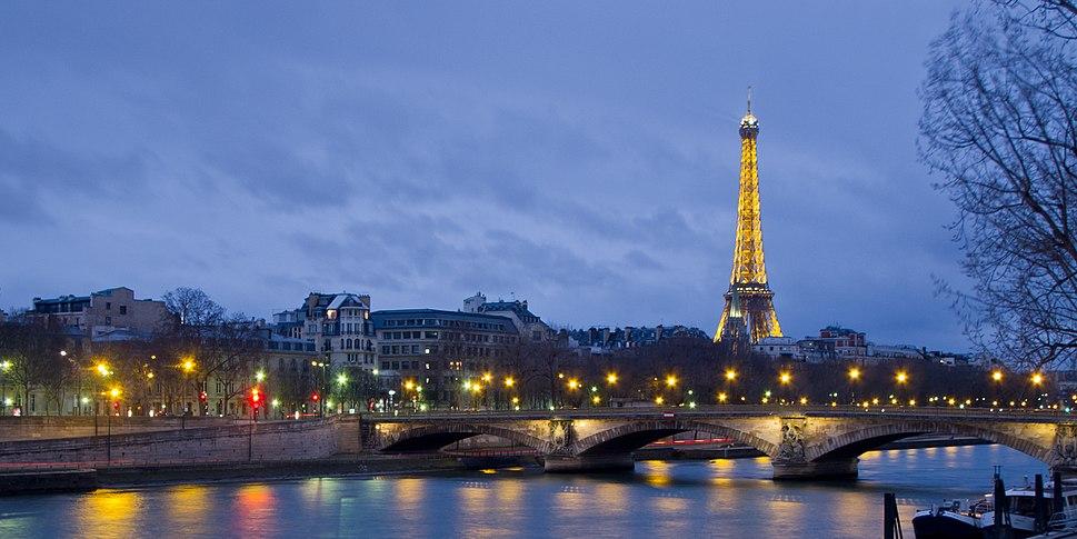 Pont des Invalides et Tour Eiffel - 01
