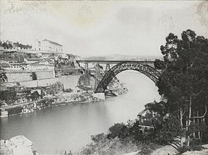Maria Pia Bridge - Another view between 1900 and 1910, showing the anchorages in cliffside of Seminário