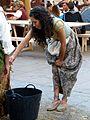 Pontevedra-Feira franca 2013-Recogiendo la falda (9727105607).jpg
