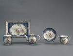 Porslin. Servis från mitten 1700. Blå och guldig dekor - Hallwylska museet - 89175.tif