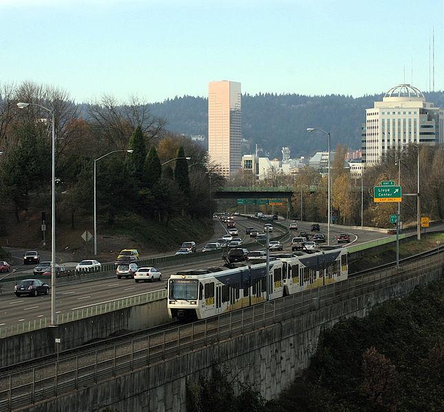 File:PortlandMAX-I84.jpg